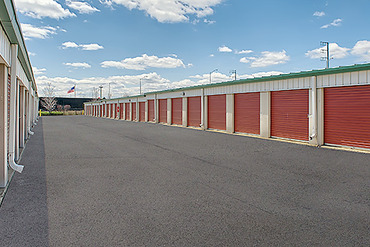 2761229_medium_0801_storagemart_hillside_butterfield_rd_row_of_units