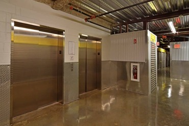 2849438_medium_8-easy_cargo_elevator_access_to_massapequa_storage_bins_on_upper_floors