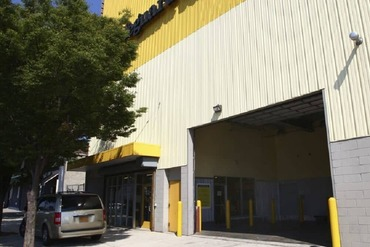 2849523_medium_4-drive_in_loading_area_for_self_storage_lockers_on_empire_boulevard_in_brooklyn_ny_11225