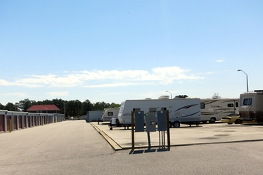 760615_medium_hope_mills_rv_storage