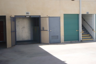 778861_medium_b_tson_building_c_lift_easy_access_to_second_floor